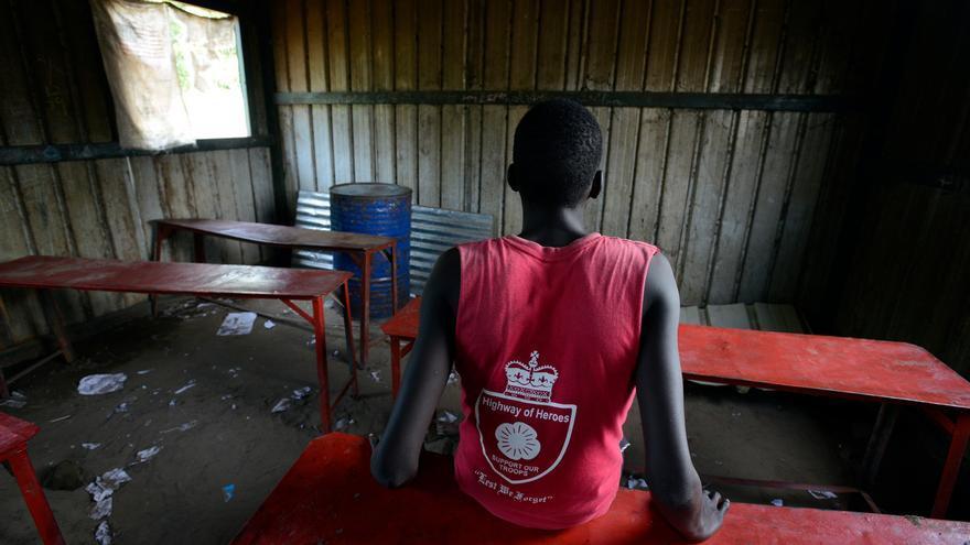 Gatkuoth, de 15 años, ha sido liberado recientemente por un grupo armado. En la imagen, el pasado 16 de agosto, en la escuela primaria de Dawa en Bentiu (estado de Unity, en Sudán del Sur). |  © UNICEF/UN028379/Rich.