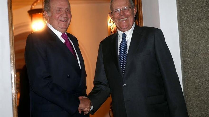 El rey Juan Carlos se reunió con el presidente entrante y saliente de Perú