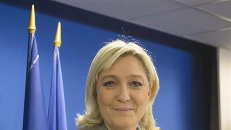 Marine Le Pen toma distancia con su padre tras una nueva polémica declaración