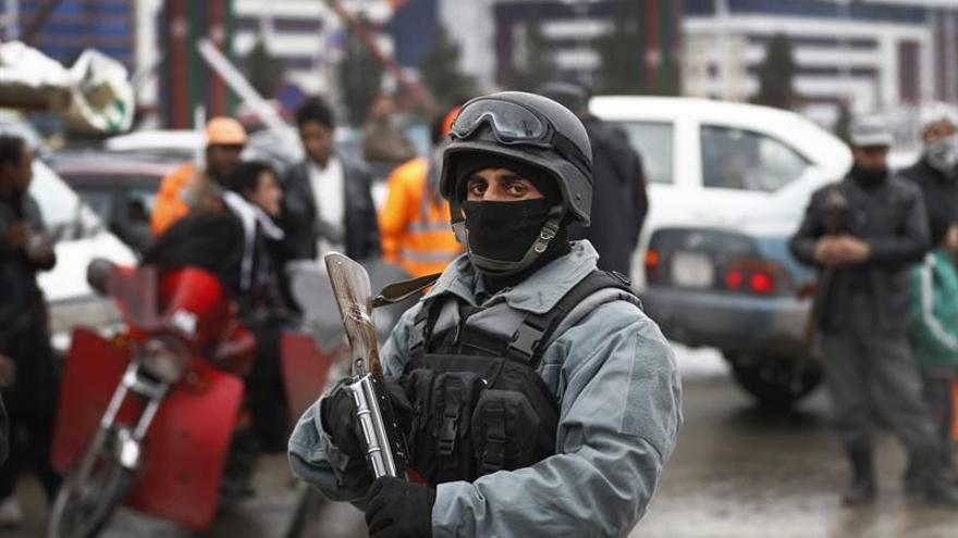 5 muertos y 10 heridos en ataque suicida cerca de la academia policía en Afganistán
