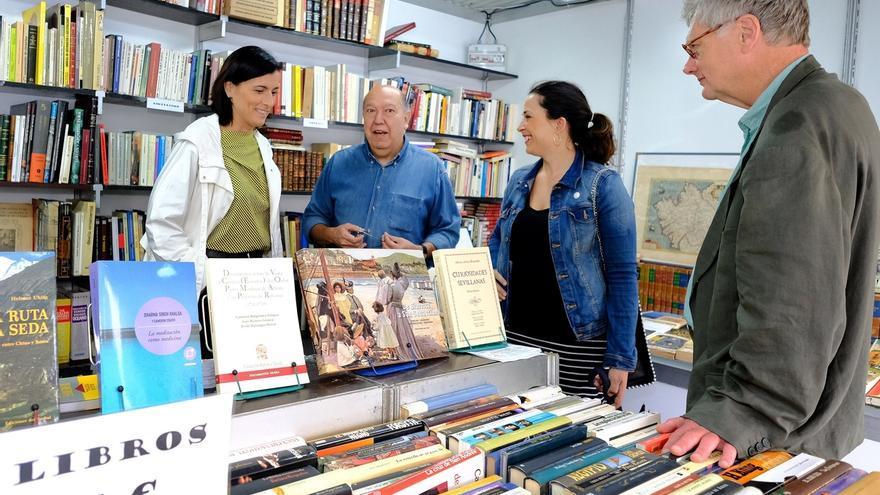 """Abre sus puertas la """"peculiar y prestigiosa"""" Feria del Libro Viejo, que destaca por su """"calidad"""""""
