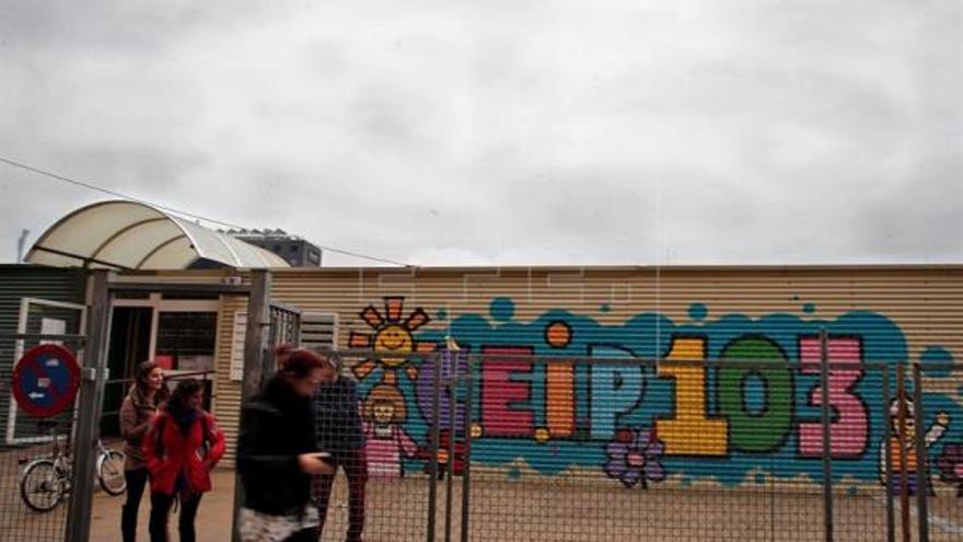 El colegio 103 de Valencia, donde 400 niños estudian en barracones desde su creación