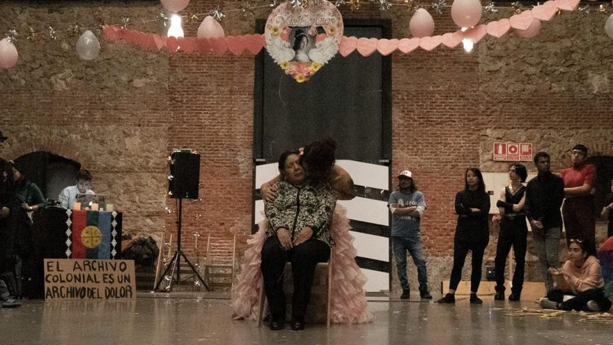 Performance la artista y activista trans Lía García