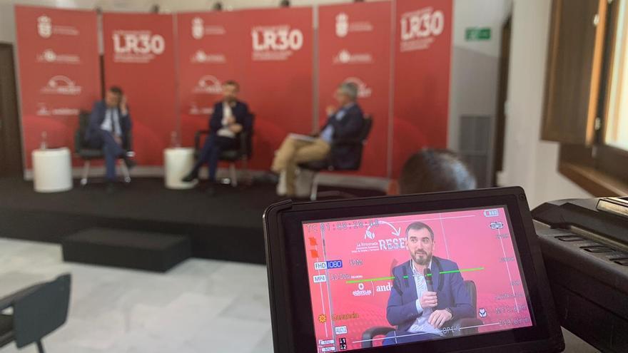 La charla forma parte de un panel diseñado por el Ayuntamiento de la Rinconada de cara al análisis del presente y futuro cercano.