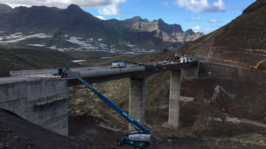 Obras en la carretera de La Aldea.