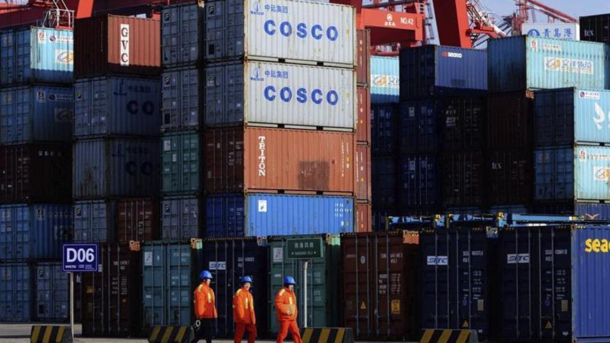 Las exportaciones chinas aumentan un 4,1 % en abril y las importaciones caen un 5,7 %