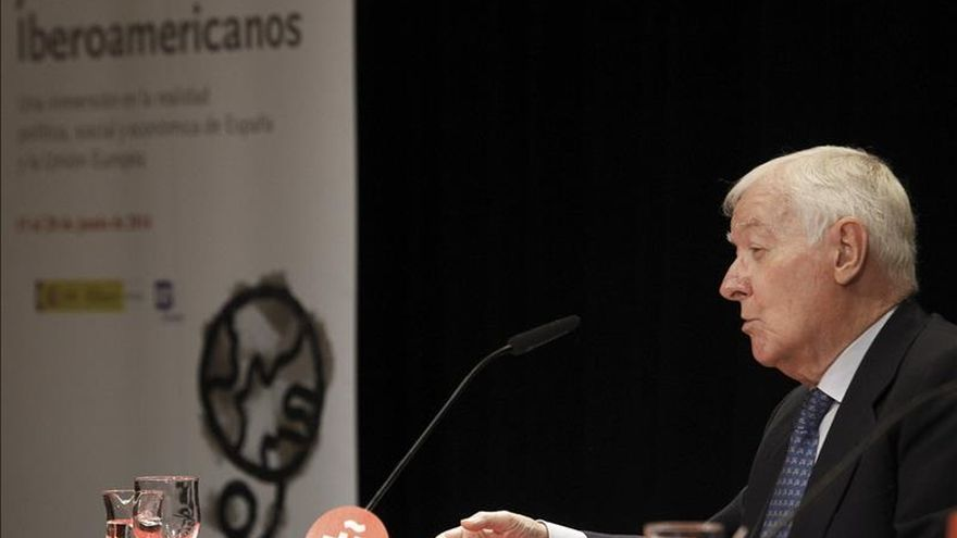 El Instituto Caro y Cuervo de Colombia dona 1.300 libros al Instituto Cervantes