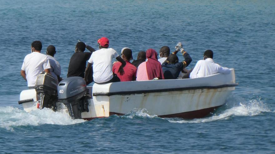 Se busca a los desparecidos en el naufragio frente Lampedusa, entre ellos niños