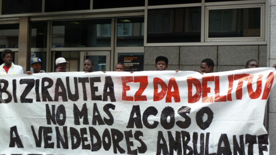 Concentración ante la Fiscalía del País Vasco en apoyo al vendedor que será juzgado y contra la reforma del Código Penal.