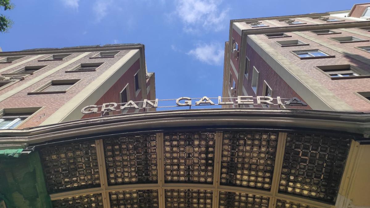 Entrada principal a la Gran Galería,  en los número 5-7 de la calle de San Bernardo