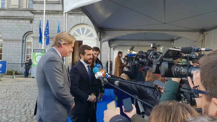 El presidente del PP, Pablo Casado, ante los medios en la reunión del PPE en Bruselas.