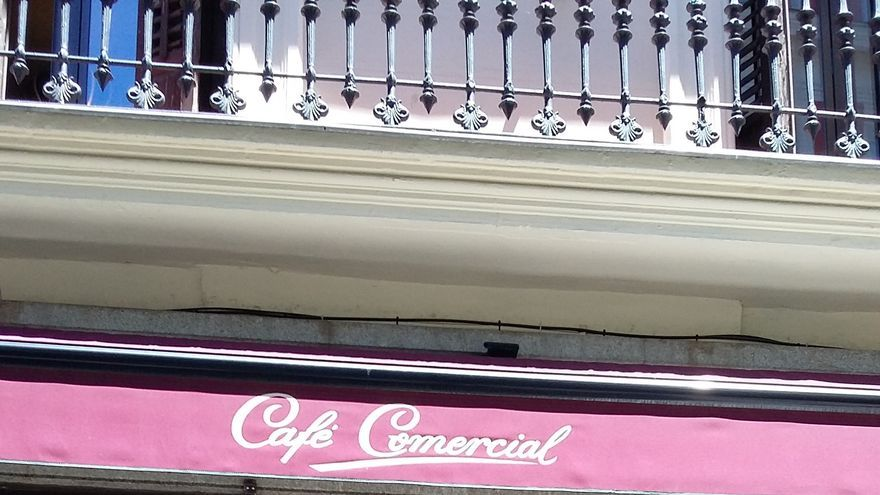 Cierra el mítico Café Comercial de Madrid, el más antiguo de la capital