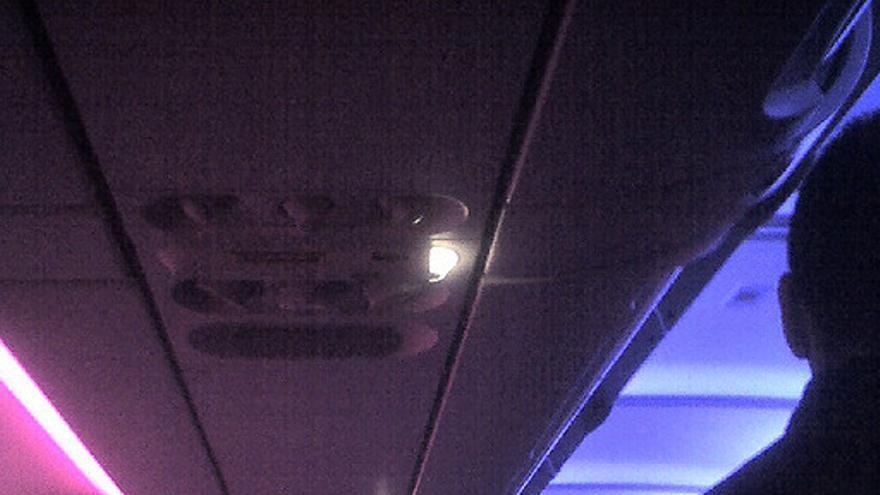 Ya puedes usar el móvil en el avión | Imagen: Donnunn, Flickr