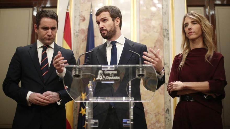 """Casado ataca a Vox por repartir """"carnets de patriotismo"""" mientras deja que Podemos tenga un puesto más en el Congreso"""