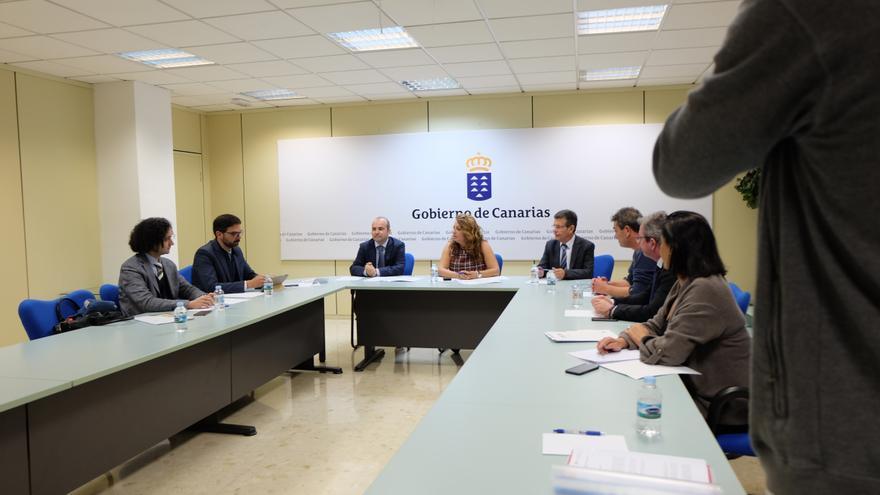 Reunión mantenida este miércoles en la Consejería de Empleo, presidida por Cristina Valido