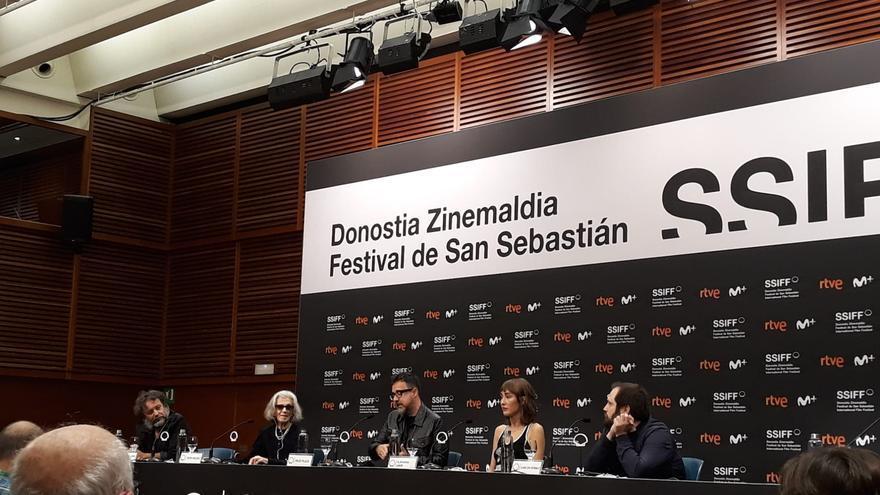 El equipo de la película 'La abuela', que compite en la Sección Oficial del Festival de San Sebastián