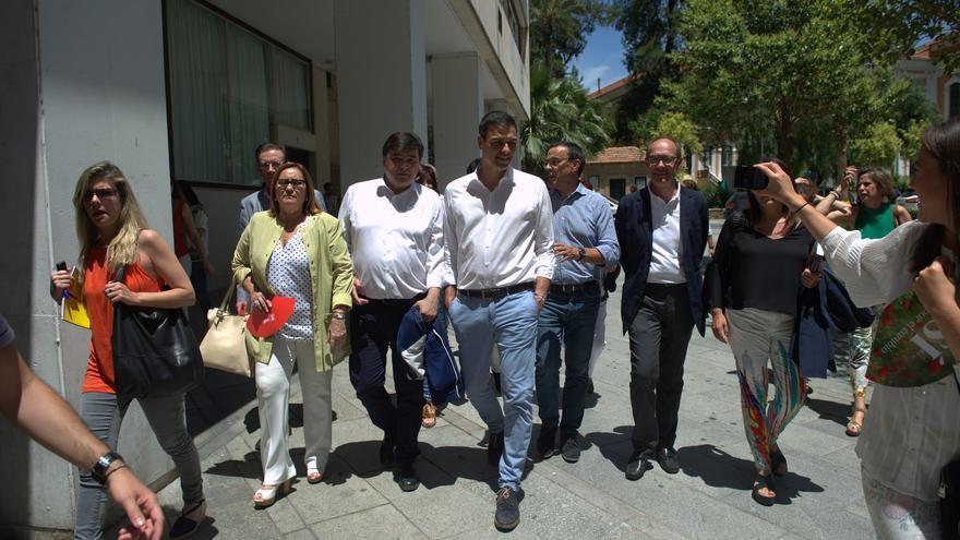 El candidato del PSOE, Pedro Sánchez, en un paseo en Huelva / Foto: Borja Puig de la Bellacasa (PSOE)