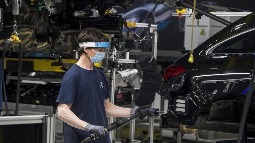 Daimler acuerda pagar 2.200 millones de dólares en EEUU por el diésel