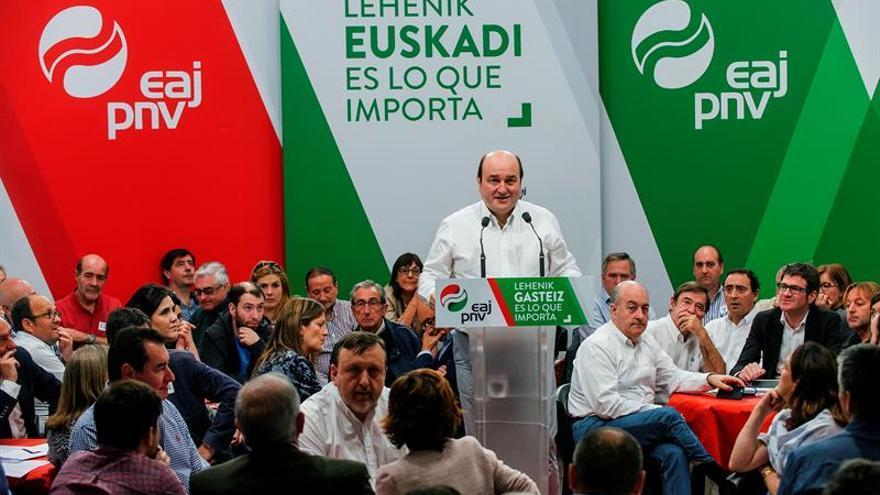Ortuzar dice a los vascos que harían bien en no fiarse de los partidos de Madrid