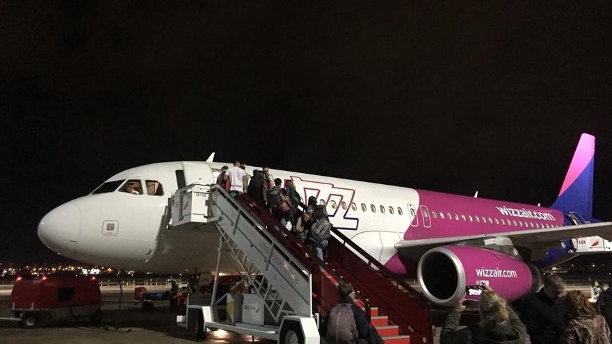 Sale, con un día de retraso, el avión a Varsovia desviado por la borrasca y sobre el que cayó un rayo