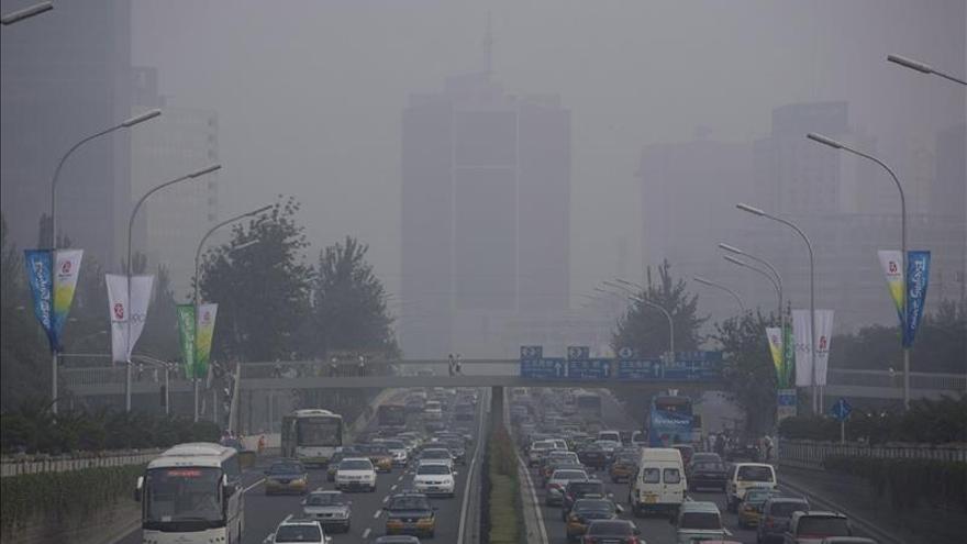 Contaminación menor de la esperada en Pekín en primer día nueva alerta roja