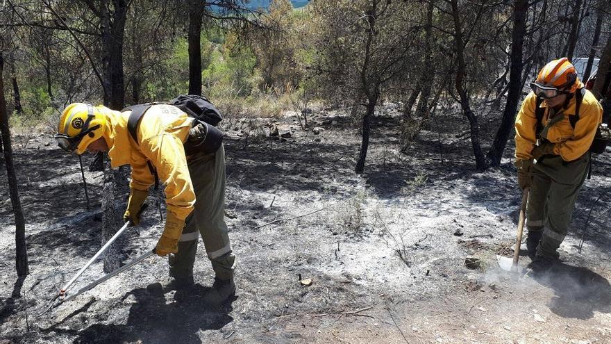 Les brigades de Divalterra continuen treballant a la zona afectada pel foc