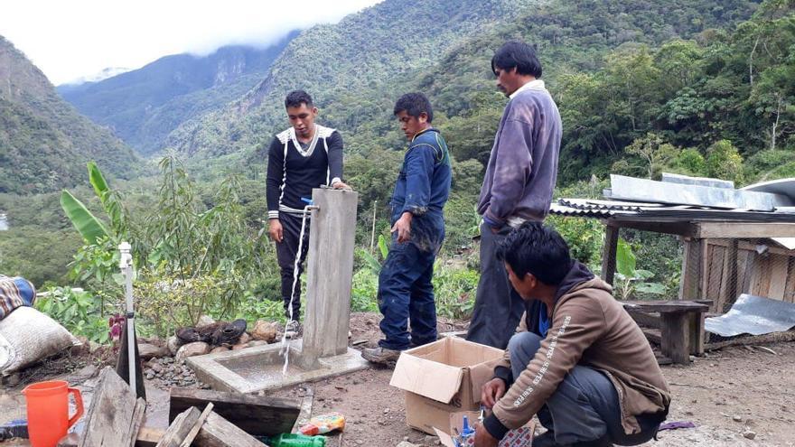 Construcción de la red de abastecimiento de agua en San José (Bolivia).