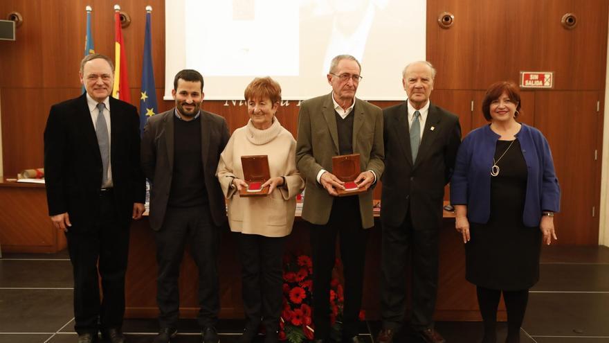 Rosa Serrano i Ramon Lapiedra reben la Medalla de l'AVL.