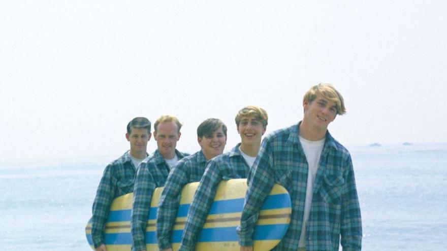 David Marks (segundo por la derecha) en una sesión de fotos con The Beach Boys.