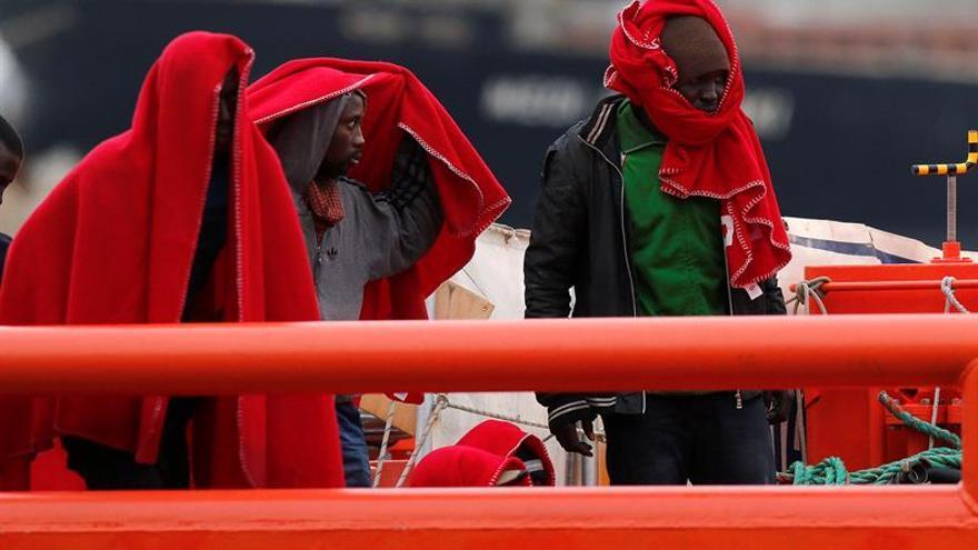 Rescatan a 30 inmigrantes, entre ellos dos menores, gracias a un velero
