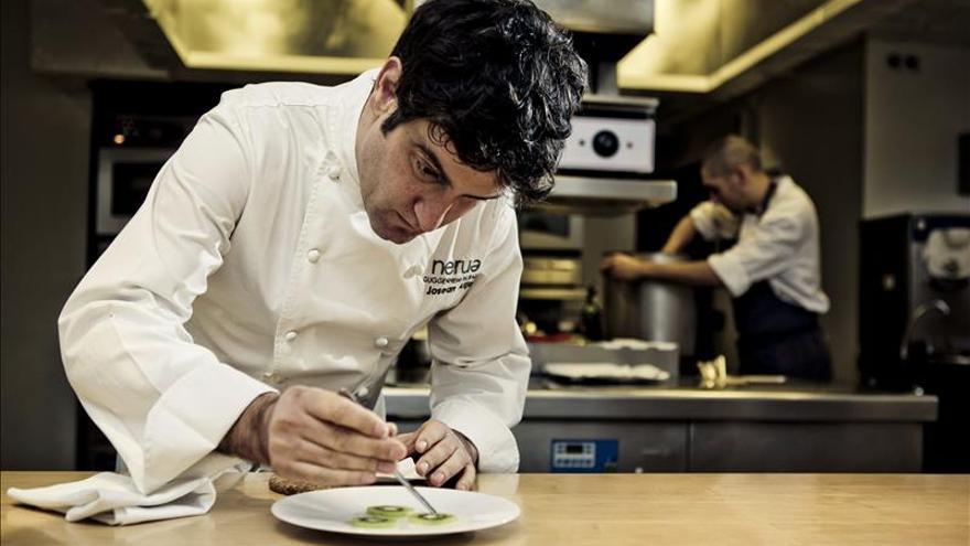 Josean Alija dice que la creatividad culinaria es valorada fuera y discutida aquí