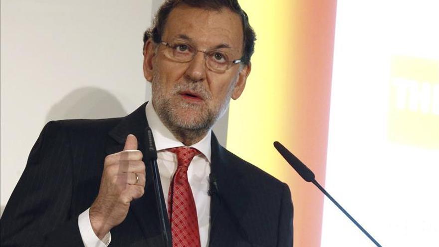 Rajoy ve en la caída del paro un cambio de ciclo y bases sólidas de recuperación