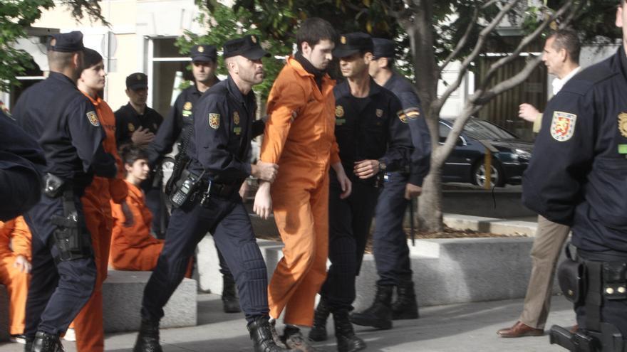 La protesta de Greenpeace frente al Congreso contra la Ley de Costas se salda con la detención de ocho activistas