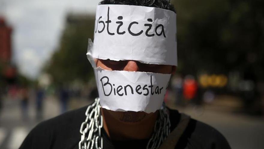 Guatemaltecos piden la renuncia del presidente y Justicia por las 38 niñas muertas en un incendio
