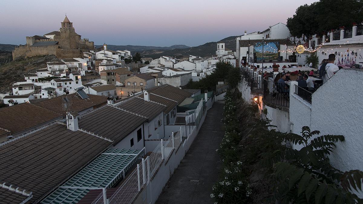 Vista genérica del pueblo de Iznájar, donde ha dado positivo un anciano