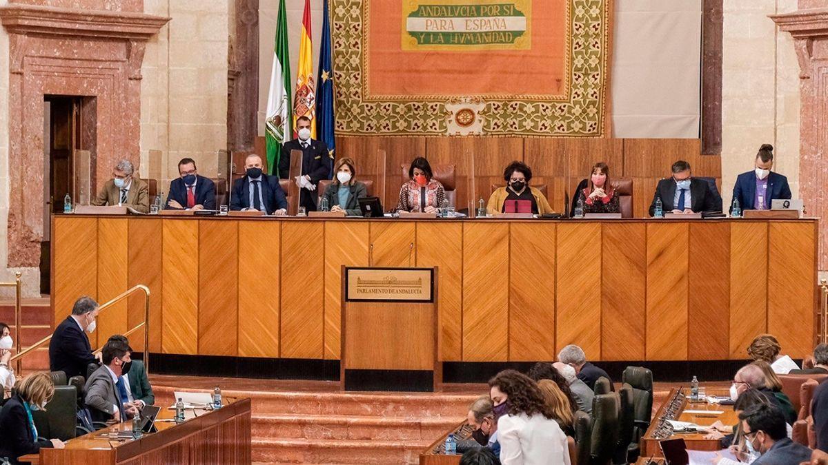 Mesa del Parlamento de Andalucía.