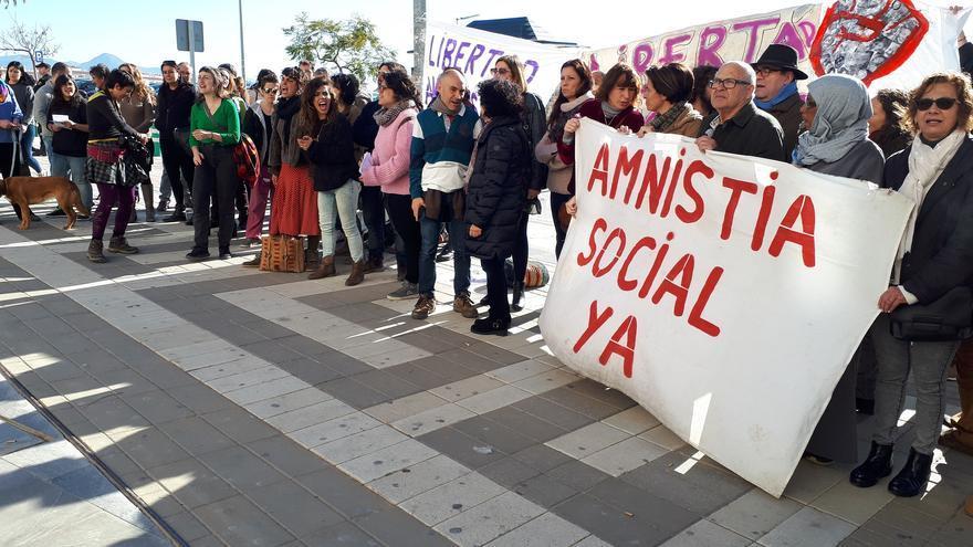Activistas, a las puertas de la Ciudad de la Justicia de Málaga | N.C.