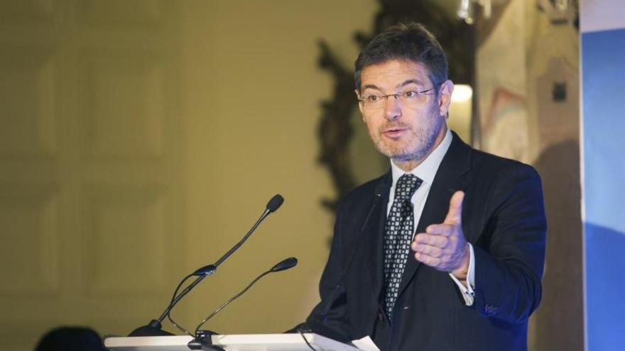 El ministro de Justicia, Rafael Catalá, ofrece una conferencia en el foro que organiza Editorial Prensa Ibérica, este lunes en Las Palmas de Gran Canaria. EFE/Ángel Medina G.