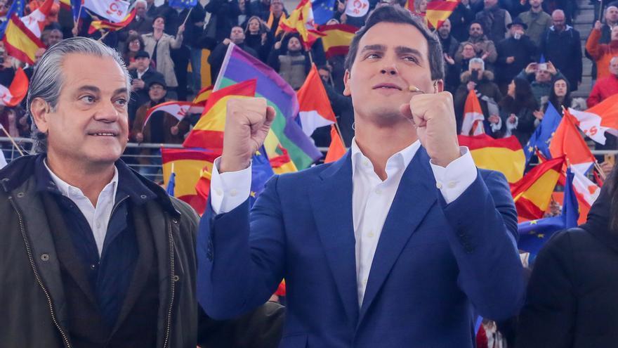 """Rivera pide a Sánchez y Casado que sean """"honestos"""" como Ciudadanos y digan con quién van a pactar"""
