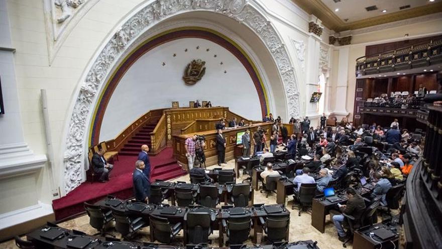 """Secretario del Parlamento venezolano dice que """"desacato"""" es una excusa"""