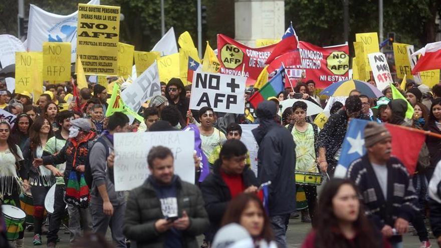Convocan paro nacional para exigir fin del sistema privado de pensiones chileno