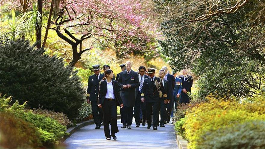 El príncipe Guillermo recuerda a los caídos de la Commonwealth en Japón