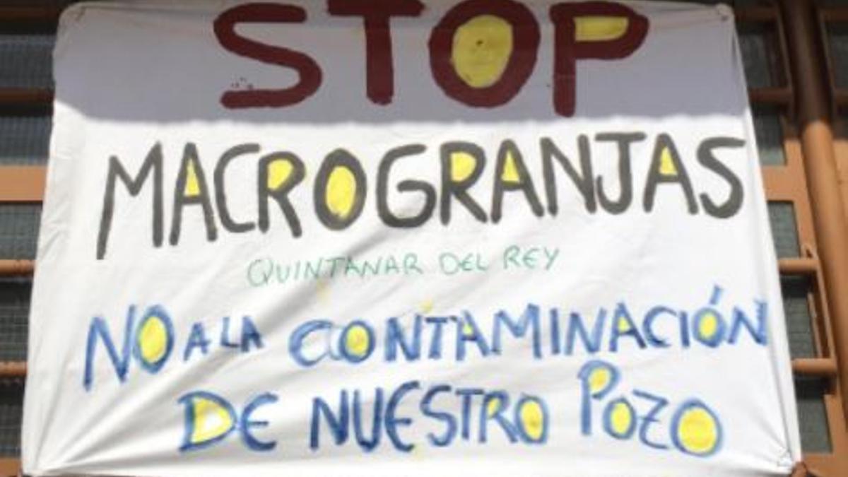 Cartel contra la macrogranja de Villanueva de la Jara
