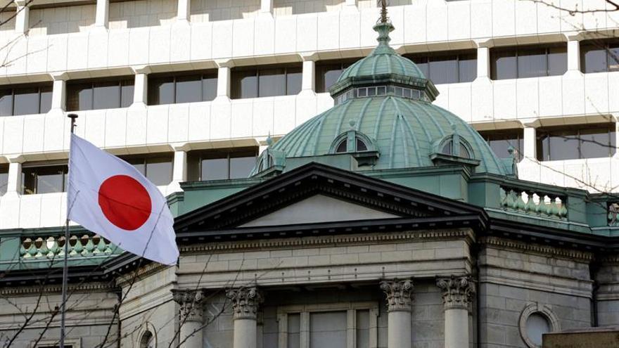 La confianza en la evolución de la economía japonesa volvió a empeorar en marzo respecto a diciembre, lo que representa su quinto descenso trimestral consecutivo y la bajada más prolongada del indicador desde la crisis global de 2008, informó hoy el Banco de Japón (BoJ). EPA/KIMIMASA MAYAMA/Archivo