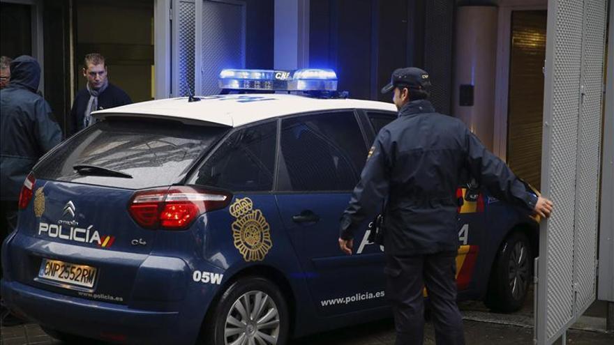 Detenido un joven de 22 años por apuñalar a su novia de 15 en Madrid