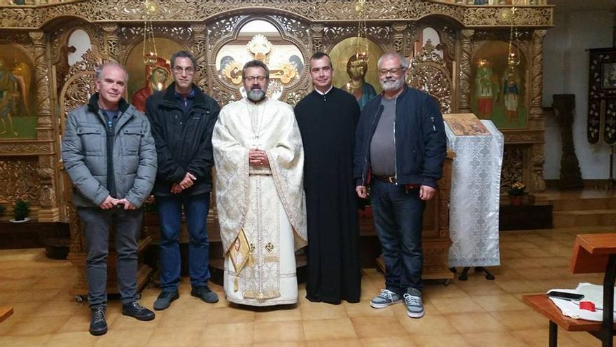 Alfonso, a la derecha, ha mandado una carta al Papa para que acepte su ordenación como sacerdote