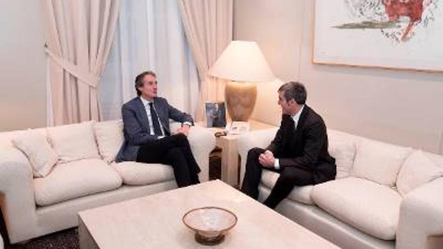 El presidente Fernando Clavijo en la reunión con el nuevo ministro de Fomento, Íñigo de la Serna.