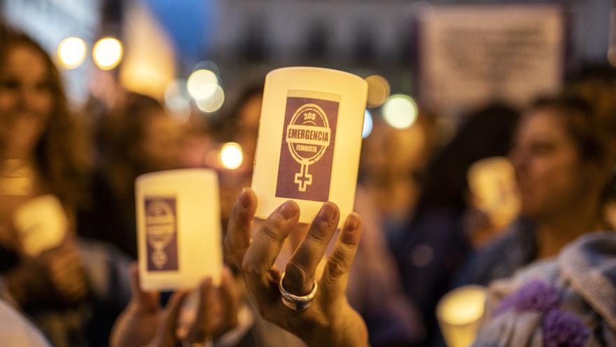 Velas de las participantes en la Noche Violeta de Madrid.