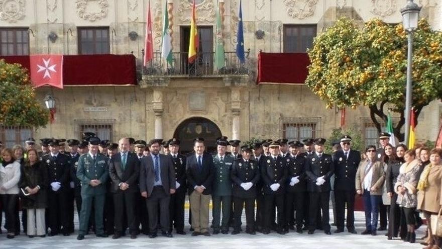 """Sanz felicita a la Policía Local por su """"gran labor"""" y """"entrega diaria"""" tras el suceso de La Algaba"""