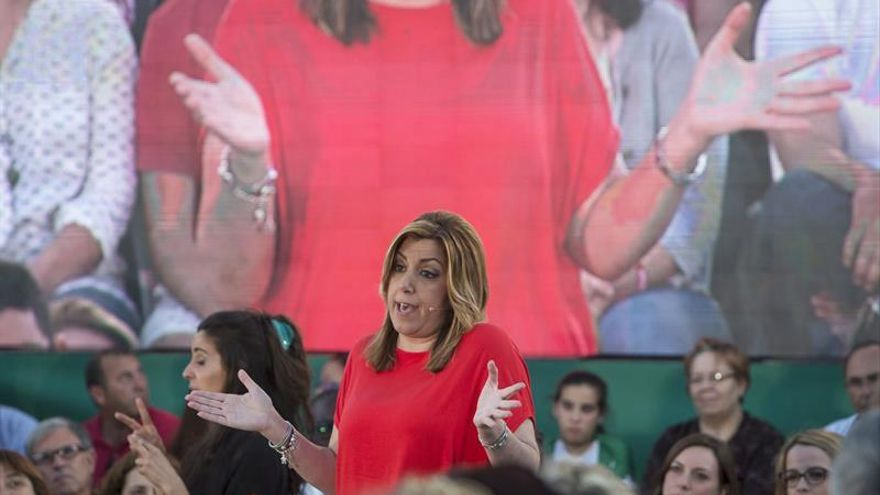 """Susana Díaz: """"Que ni el PP ni Podemos sueñen con los votos del PSOE"""""""